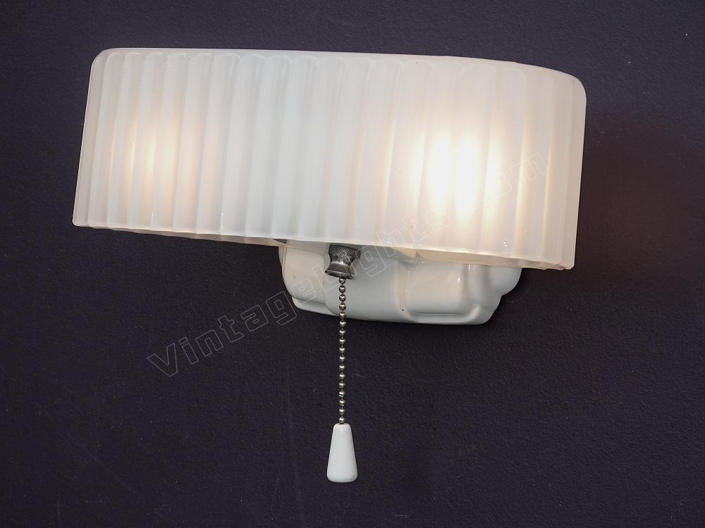 Vintage white porcelain antique bathroom light fixture for Antique bathroom lighting fixtures