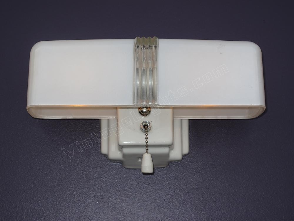 Vintage bathroom light fixtures for Vintage bathroom lighting fixtures