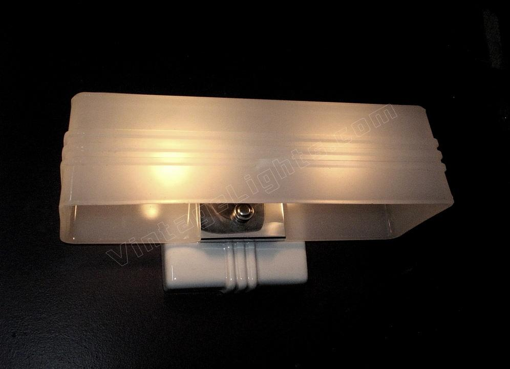 White vintage bathroom wall sconce for Vintage bathroom lighting fixtures