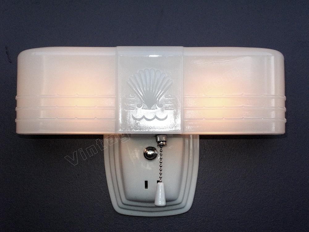 Art deco bathroom light fixture antique deco lighting for Vintage bathroom lighting fixtures