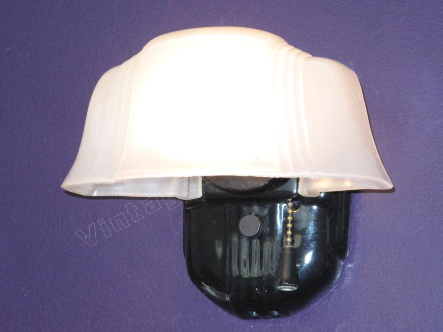 Antique bathroom lighting fixture black porcelain for Old bathroom light fixtures