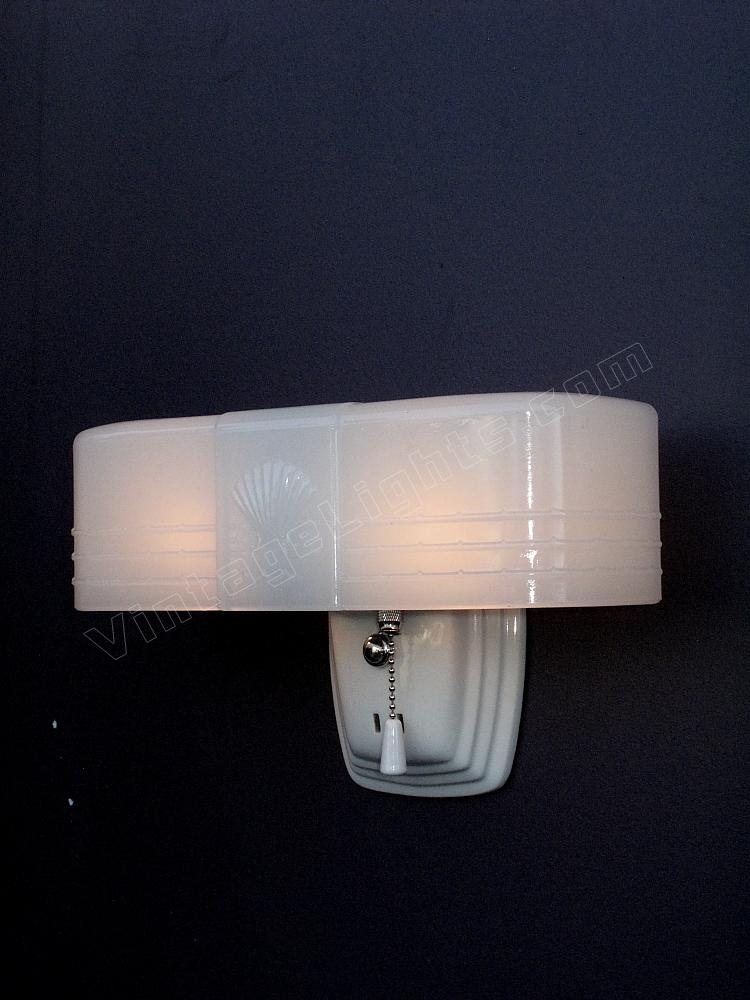 26 brilliant art deco bathroom lighting for Art deco exterior light fixtures